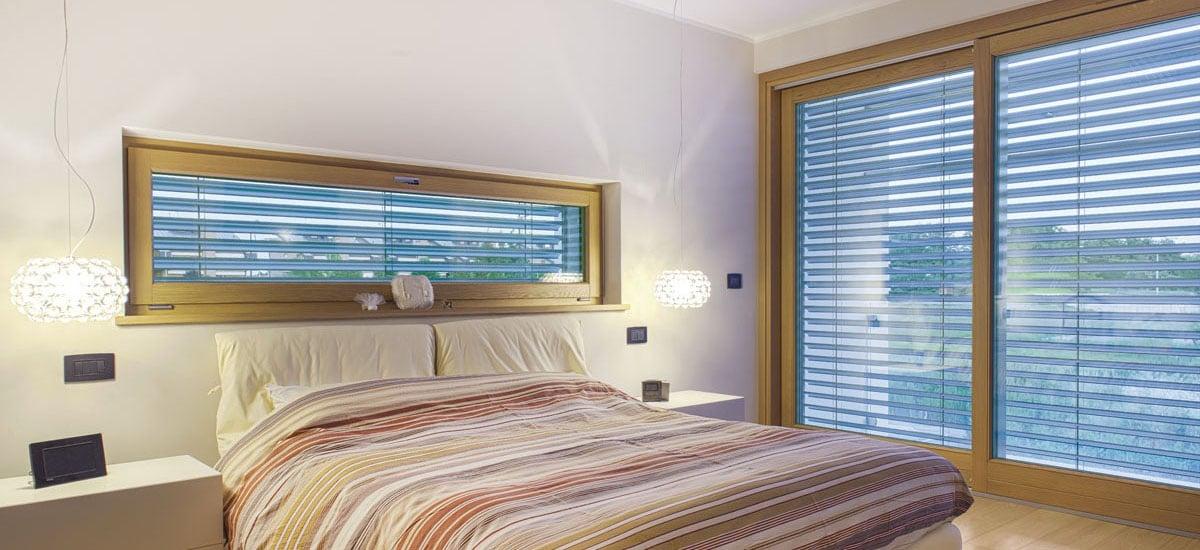 sistema-ombreggiante-per-finestre-inserito-in-una-camera-da-letto