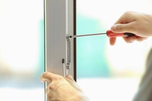 Sostituzione elementi rotti di una finestra
