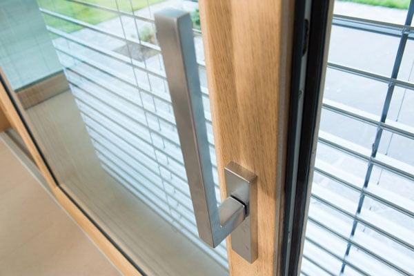 Ombreggiante per finestre esterno e interno al vetro: lamelle regolabili