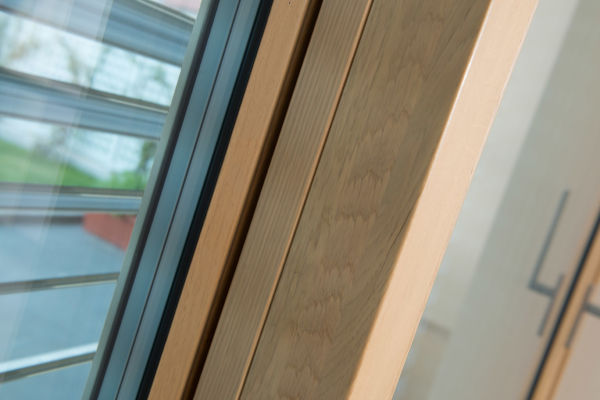 apertura-a-vasistas-dettaglio-finestra