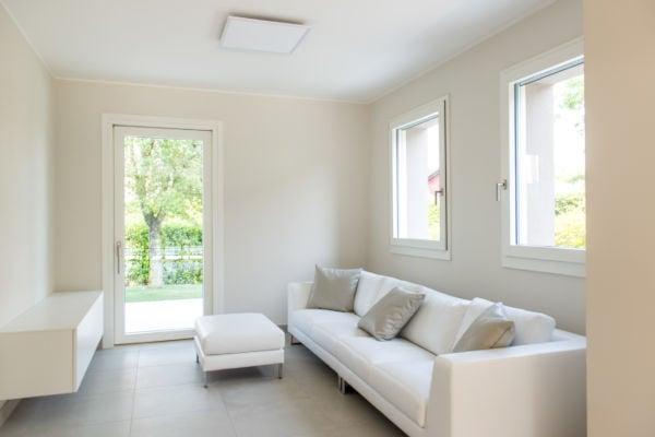 esempi-di-porta-finestra-soggiorno-total-white