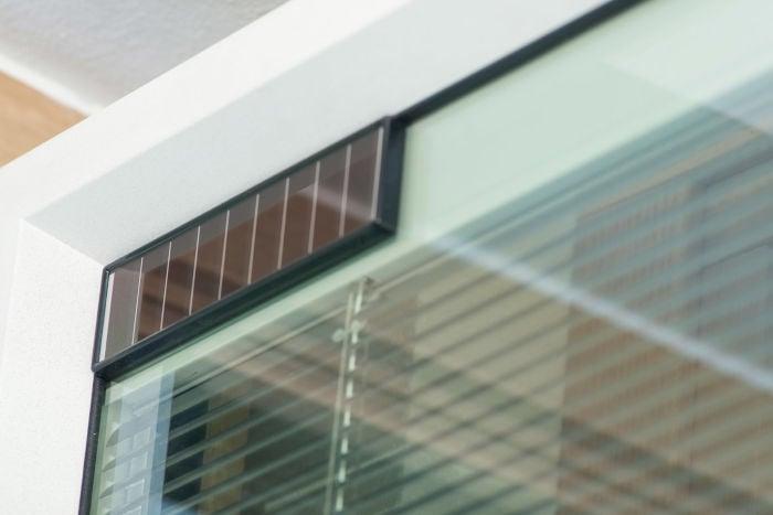 finestre-con-veneziane-interne-sistema-controllo-movimento