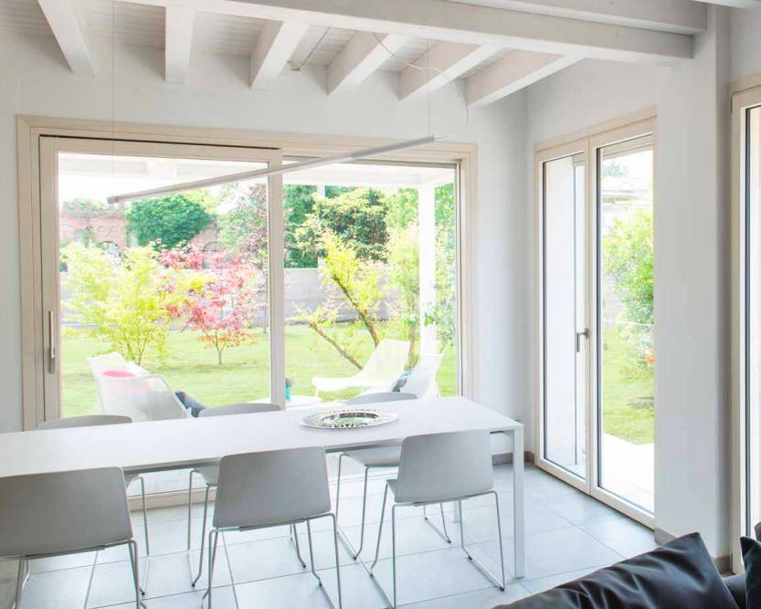 finestre moderne in legno-abete-sbiancato