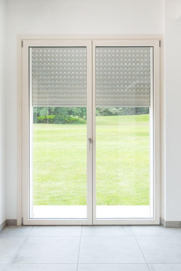 porta finestra in legno a doppia anta battente